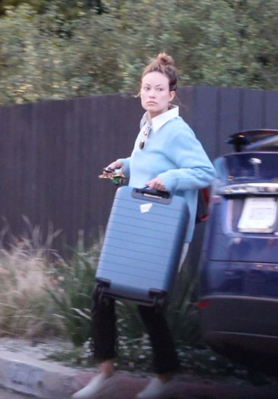 Olivia Wilde Moving Her Belongings Out of the House She Shared with Jason Sudeikis 02/14/2021