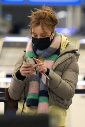 Phoebe Dynevor - Heading to JFK Airport in NY 02/06/2021