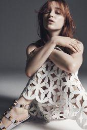 Phoebe Dynevor - L