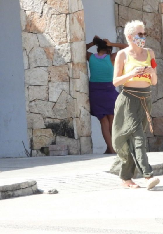 Rose McGowan - Out in Tulum 02/08/2021