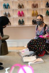 Sarah Jessica Parker at Her Store in NYC 02/20/2021