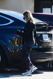 Sarah Michelle Gellar - Out in Brentwood 02/19/2021