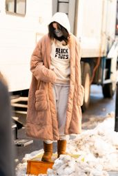 """Selena Gomez - """"Only Murders in The Building"""" Filming Set in NYC 02/20/2021"""