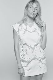 Sienna Miller - L