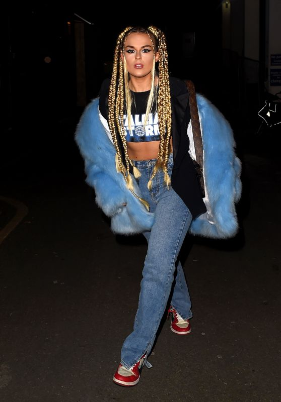 Tallia Storm - Out in London 02/12/2021