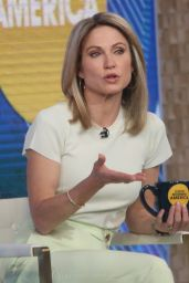Amy Robach - Good Morning America in New York 03/26/2021
