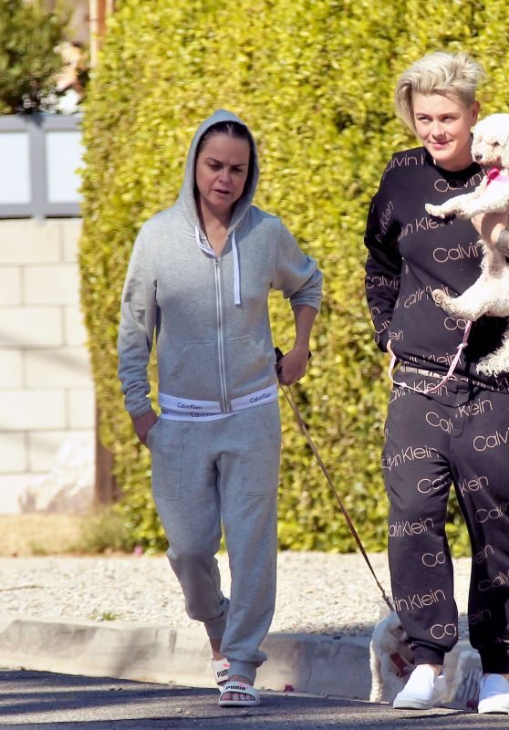 Anne Cline and Taryn Manning - Walking Dogs in Palm Springs 03/09/2021