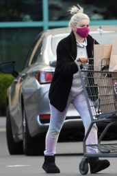 Ariel Winter - Shopping at Gelson