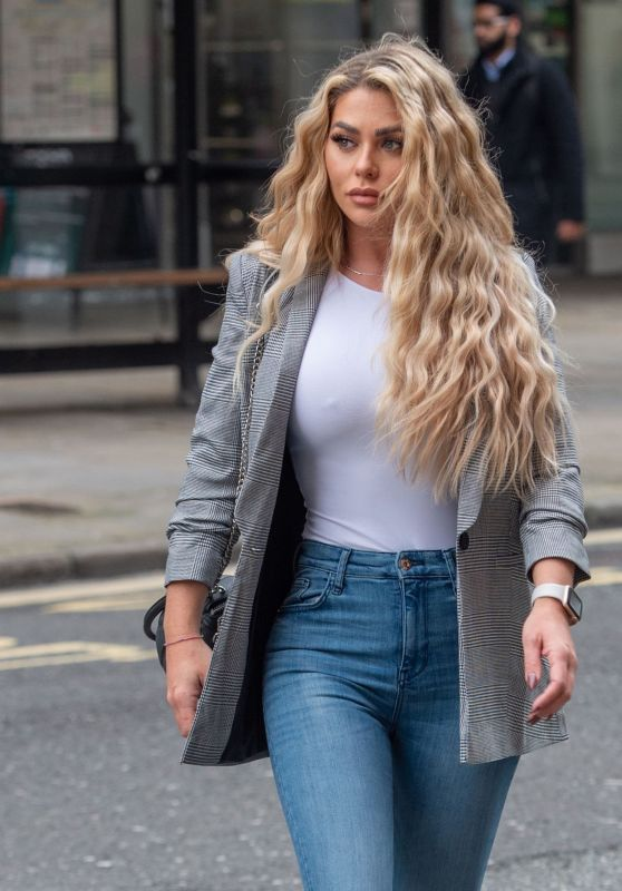 Bianca Gascoigne Street Style - Heading to Holland and Barrett in Holborn 03/17/2021