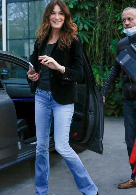 Carla Bruni - Leaving Vivement Dimanche in Paris 03/26/2021