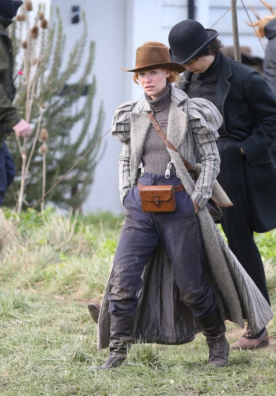 """Claire Danes and Frank Dillane - """"The Essex Serpent"""" Filming Set in London 03/16/2021"""