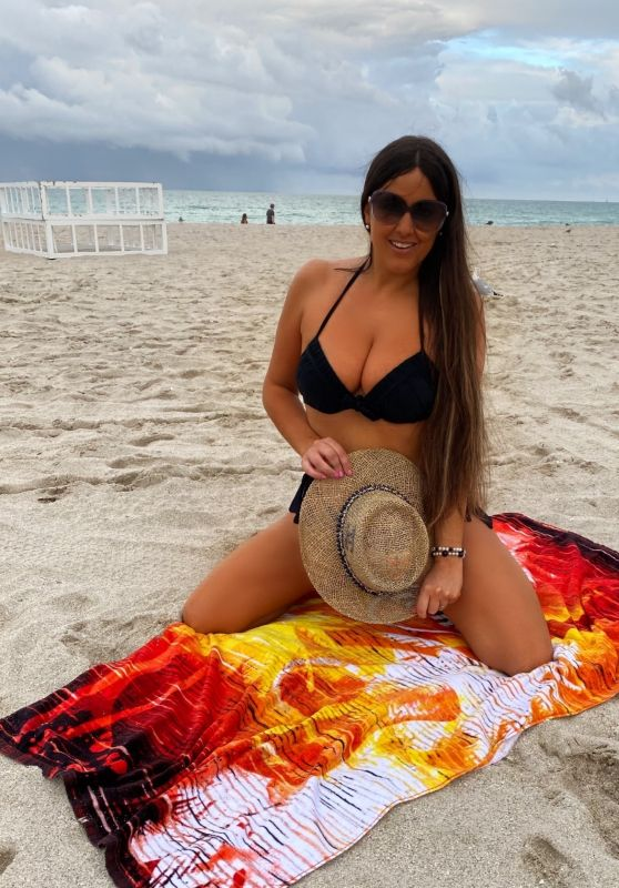Claudia Romani at Miami Beach 02/28/2021