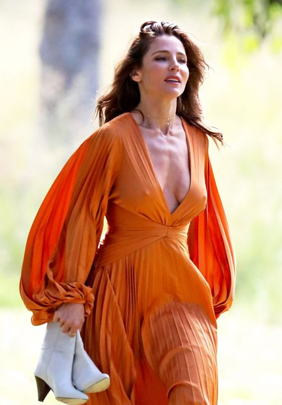 Elsa Pataky - Photoshoot in Sydney 03/08/2021