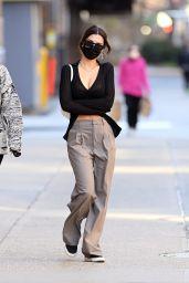 Emily Ratajkowski Cute Street Style - NYC 03/30/2021