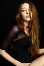 Emma Dumont - Creative Smiles Photoshoot
