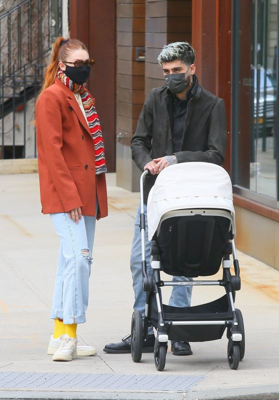 Gigi Hadid and Zayn Malik With Their Daughter in New York 03/25/2021