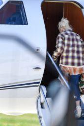 Gwen Stefani - Packs Up the Jet For a Get Away in LA 03/27/2021