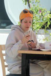 Halsey - Enjoying a Meal in LA 02/28/2021