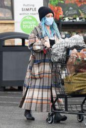 Hilary Duff - Pick Up Groceries in Studio City 03/11/2021