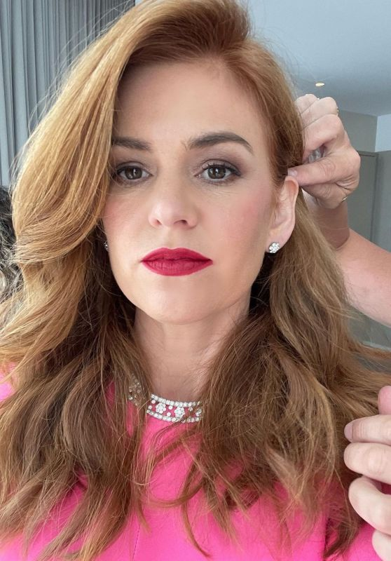 Isla Fisher – Getting Ready for the Golden Globes 02/28/2021