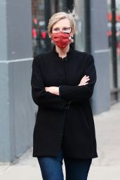 Jane Lynch - Out for a Stroll in Manhattan's Soho Area 03/11/2021