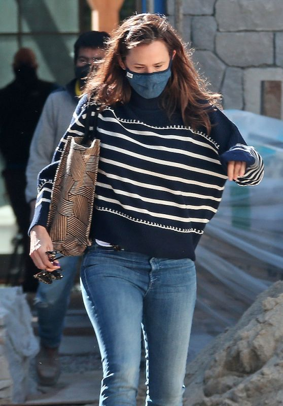 Jennifer Garner - Checks Up on the Construction of Her New Home in Brentwood 03/04/2021