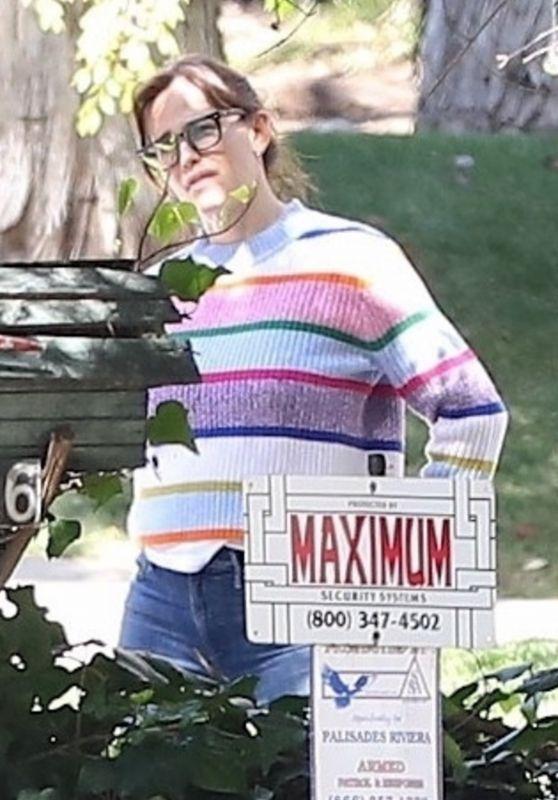 Jennifer Garner - Outside Her Home in LA 03/16/2021