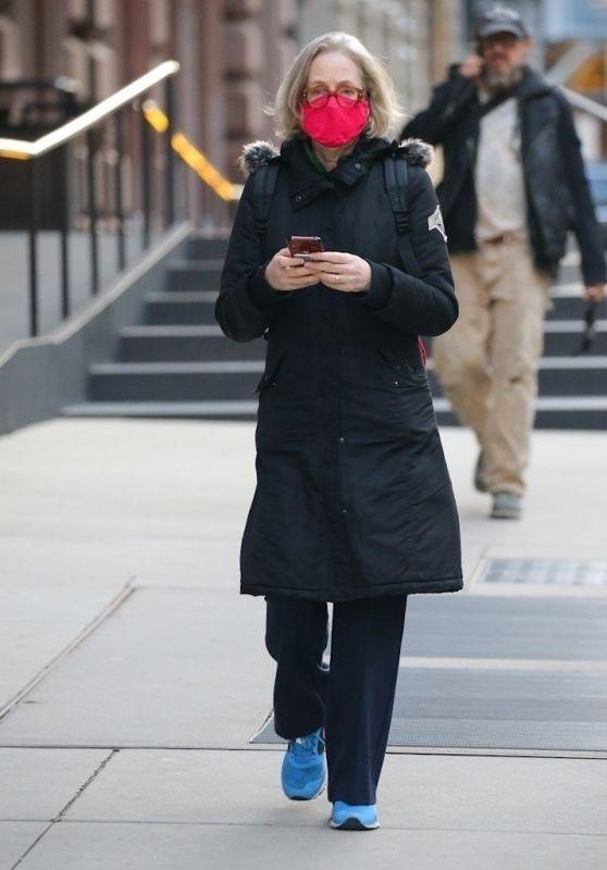 Jessica Lange - Stroll in SoHo, NY 03/09/2021
