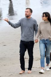Jordana Brewster With Her Boyfriend - Beach in Santa Monica 03/09/2021