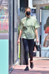 Karlie Kloss in Casual Outfit - Miami 03/24/2021