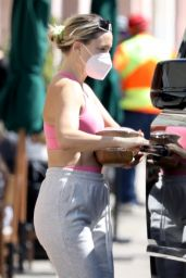 Kate Hudson - Out in Pacific Palisades 03/12/2021