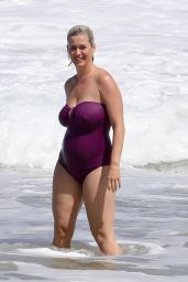 Katy Perry at the Beach in Hawaii 03/03/2021