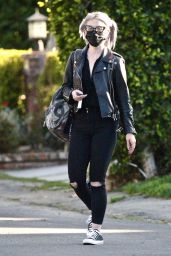Kelly Osbourne Street Style - Los Angeles 03/21/2021