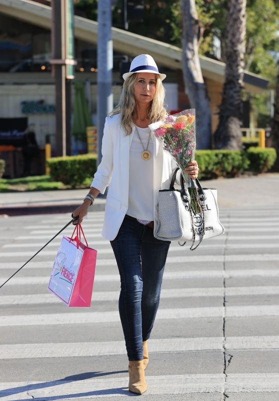 Lady Victoria Hervey in a White Jacket and Skinny Jeans - Bristol Farms in LA 03/23/2021