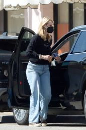 Laura Dern - Shopping in Los Angeles 03/06/2021