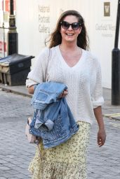Lucy Horobin - Arriving at the Global Radio Studios in London 03/09/2021
