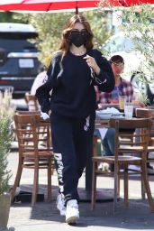 Madison Beer in Casual Sweat Outfit 03/30/2021