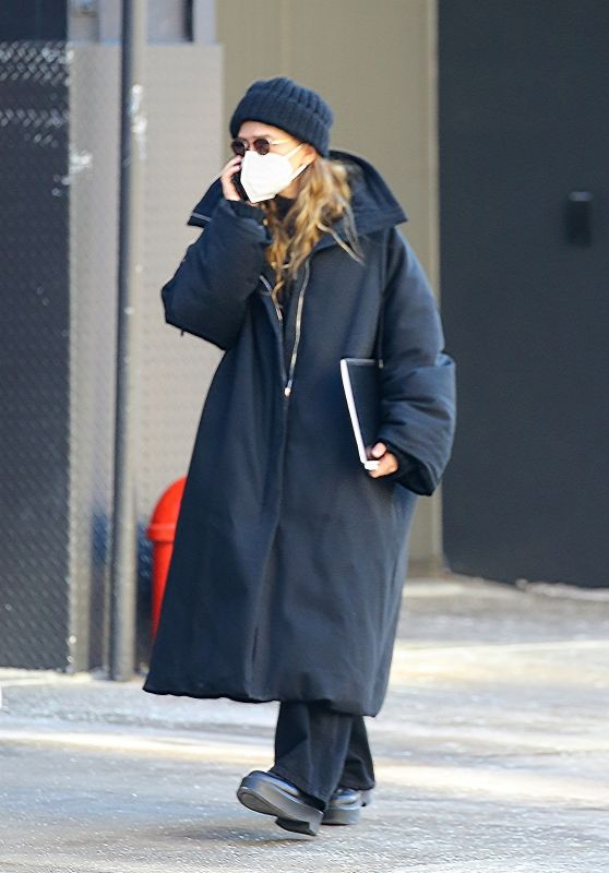Mary Kate Olsen in an Oversized Jacket - New York 03/08/2021