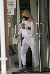 Pamela Anderson Grocery Shopping 03/19/2021