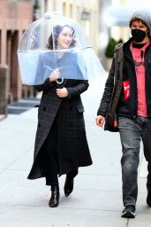 """Rachel Brosnahan - """"The Marvelous Mrs Maisel"""" Filming Set in Manhattan 03/04/2021"""