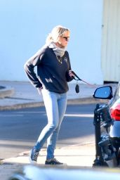 Robin Wright - Out in Brentwood 03/05/2021