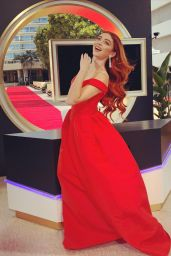 Sarah Hyland - Dressed for the Golden Globes 2021