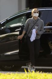 Sarah Michelle Gellar - Grocery Shopping in Brentwood 03/21/2021