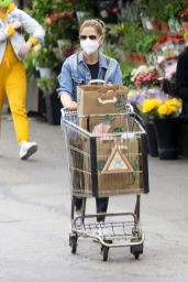 Sarah Michelle Gellar - Shopping at Whole Foods in LA 03/10/2021