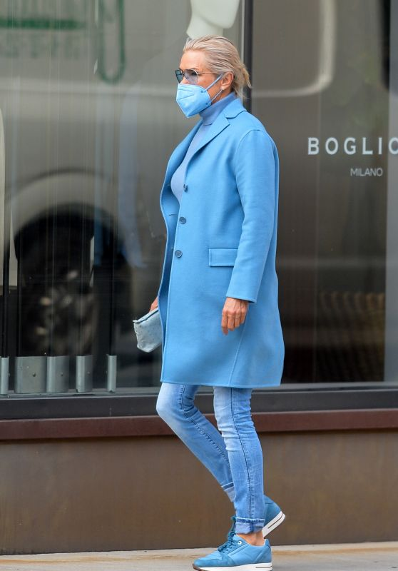Yolanda Hadid - Out in Downtown Manhattan 03/11/2021