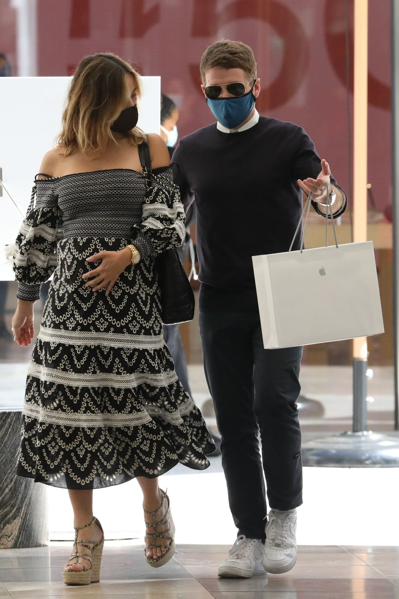 Zulay Henao - Shopping at the Apple Store in Beverly Hills ...