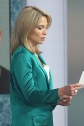 Amy Robach - GMA in New York 04/14/2021