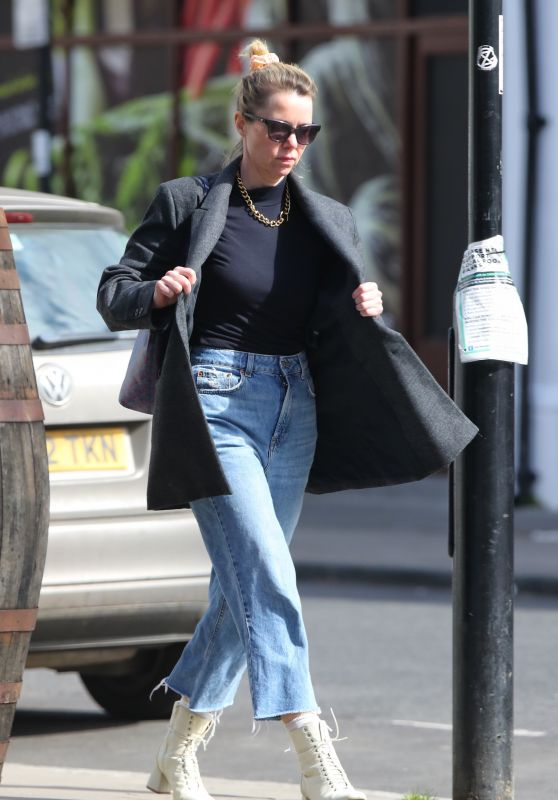 Anna Maxwell Martin - Shops in London 04/29/2021