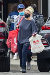 Ariel Winter at Urban Outfitters in Studio City 04/13/2021