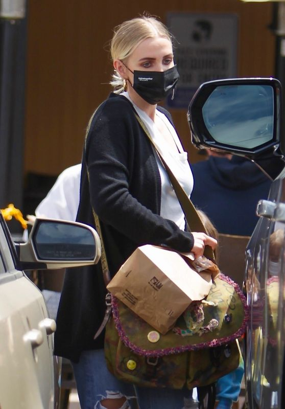 Ashlee Simpson - Out in Studio City 04/25/2021